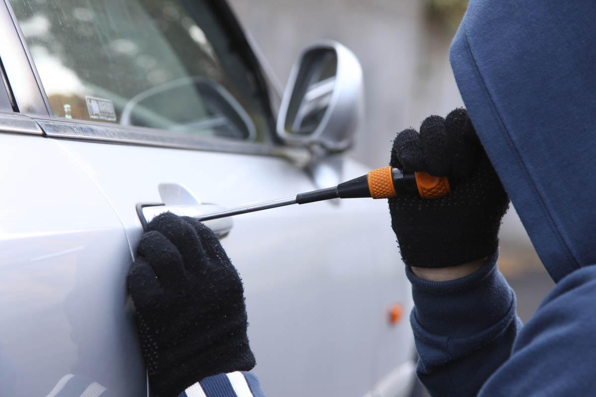 На КЗТЗ школьники промышляли автомобильными кражами